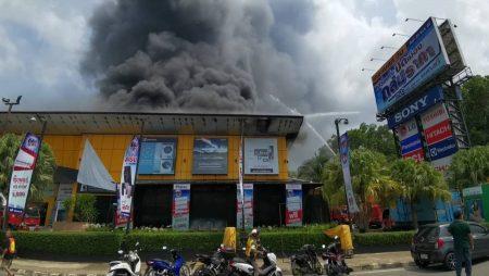 เพลิงไหม้ร้านจำหน่ายเครื่องใช้ไฟฟ้าเดอะเบสท์ 1